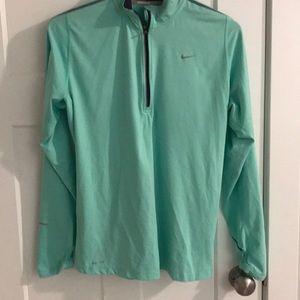 LIKE NEW Nike running pullover